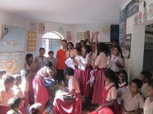 lankomes vienoje Indijos mokyklu - Copy